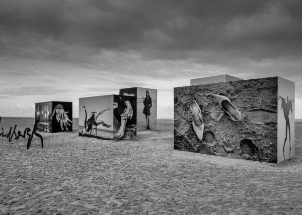 Exposition Monumentale Peter Lindberg Sur les Planches de Deauville