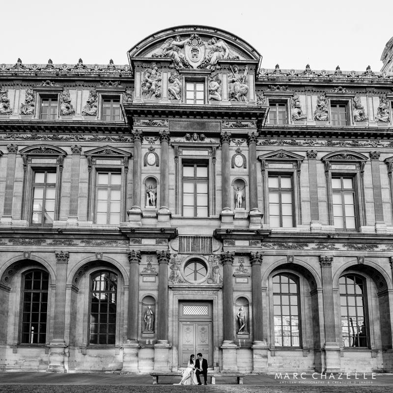 Noir et blanc dans la cour carrée du Louvre