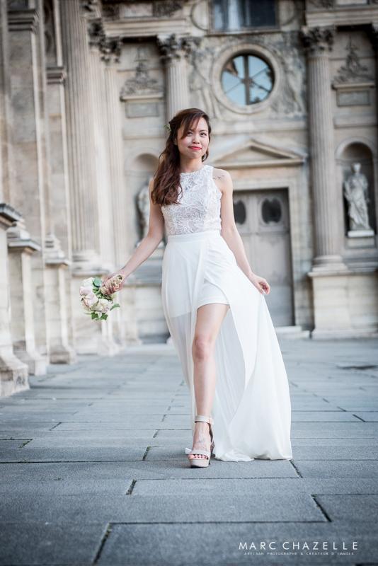 Portrait de la mariée dans la cours carrée du Louvre