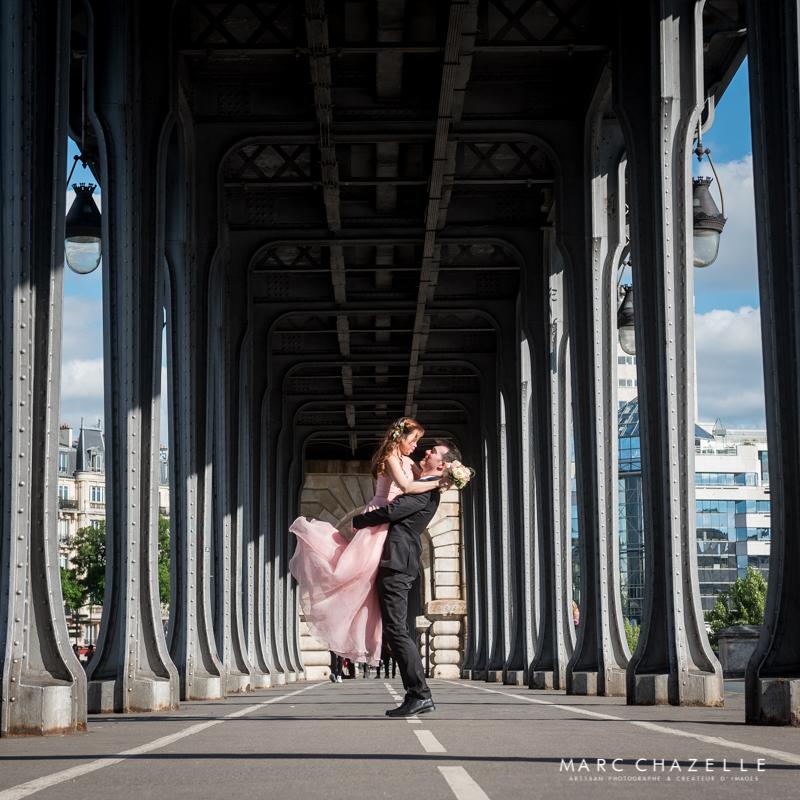 Porté de mariée sur le pont Bir Hakeim