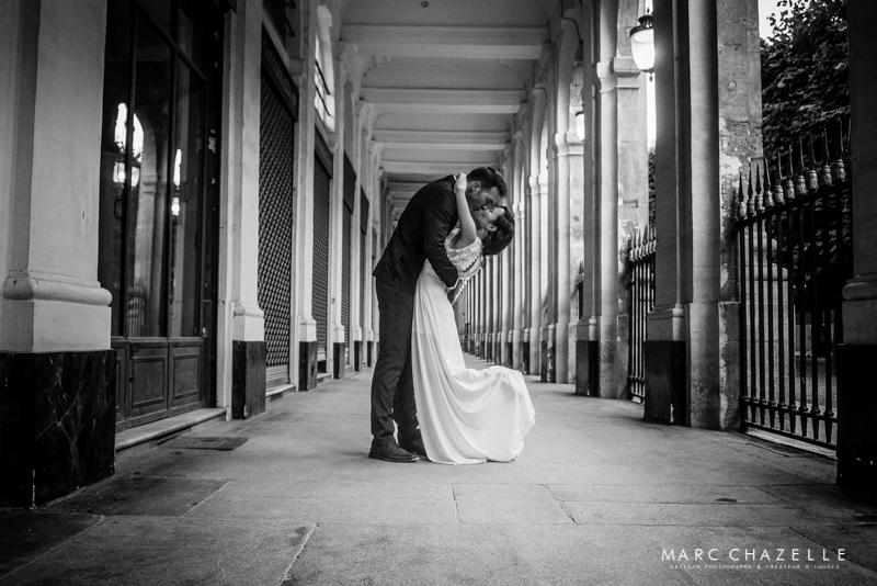 Sous les arcades de la place du Palais Royal Paris