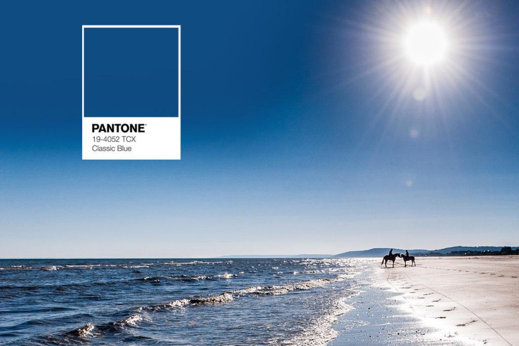 LA couleur tendance de l'année et en 2020 c'est le Pantone 19-4052 bleu rassurant et reposant