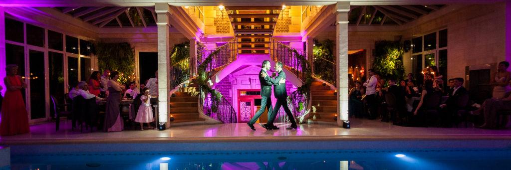 Première danse dans l'ancienne configuration de la salle des Jardins d'Épicure