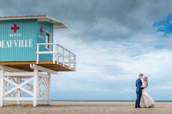 Photo de couple sur la plage de Deauville
