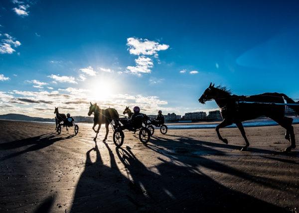 photo panoramique d'une seance d'entrainement sur la plage de Cabourg